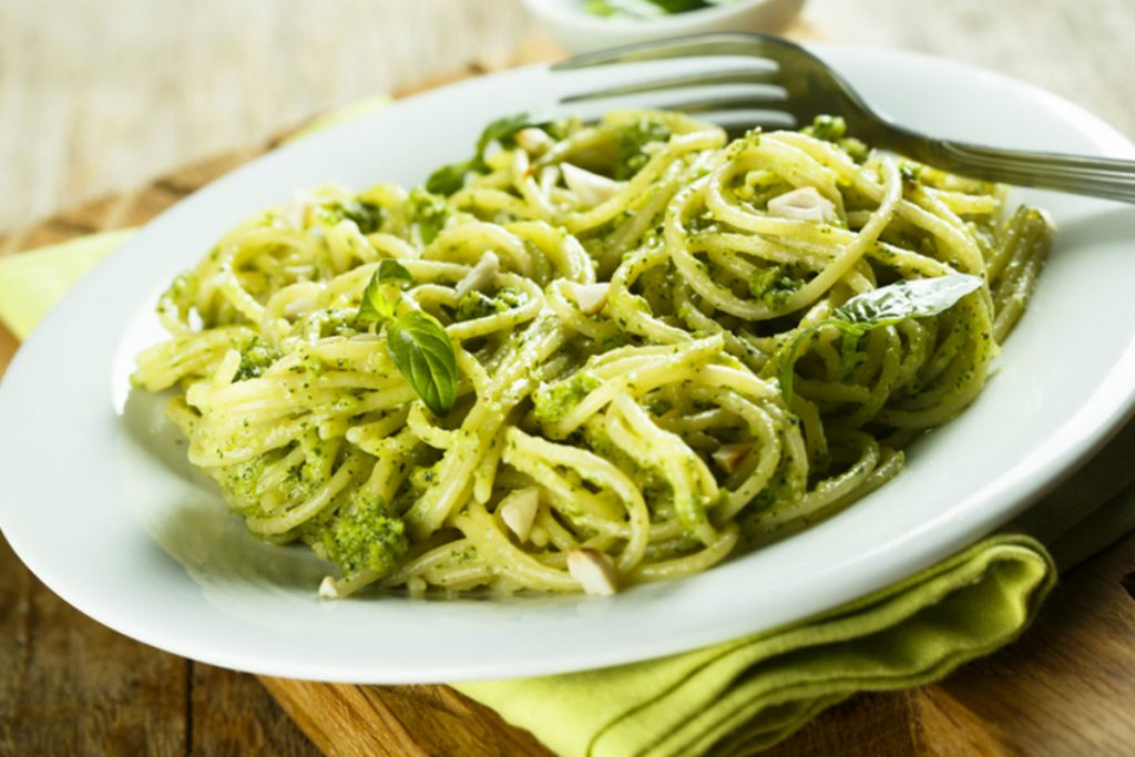 ricette con nocciole, pasta pesto e broccoli