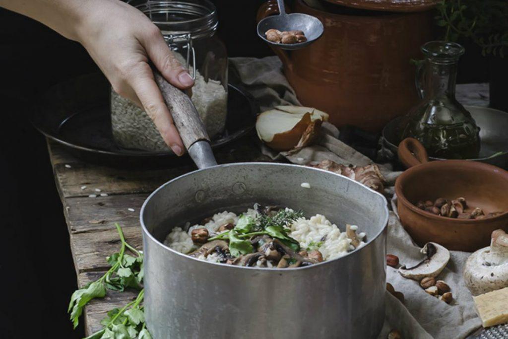 ricette con nocciole, risotto topinambur funghi e nocciole