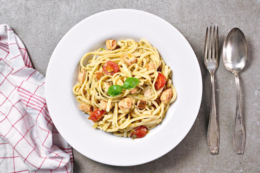 ricette con pomodoro, linguine con pomodorini e verdesca