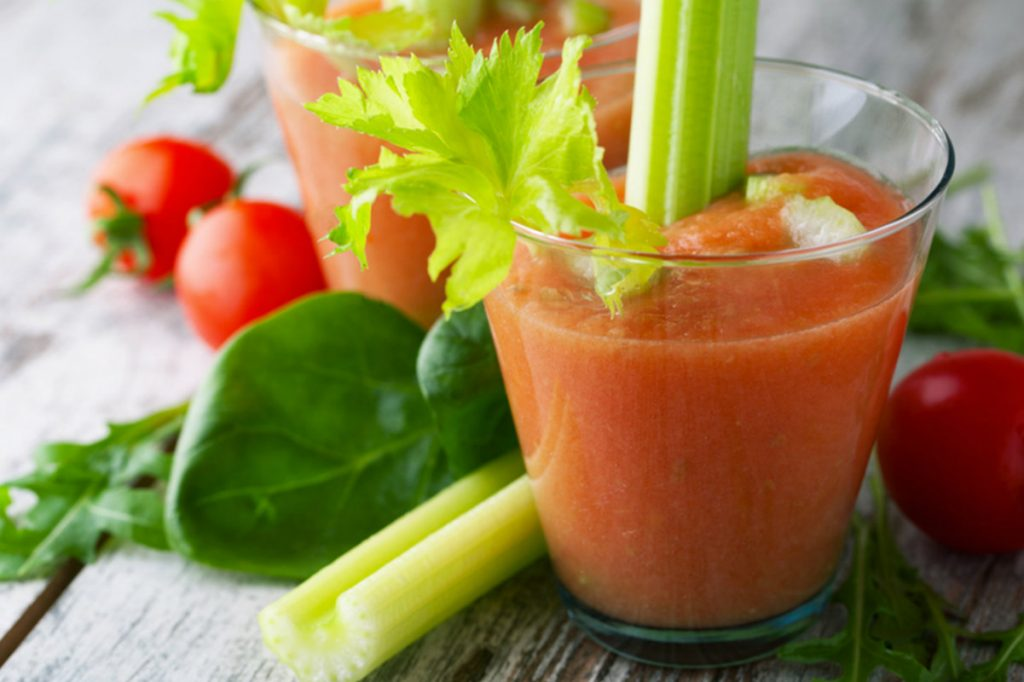 ricette con sedano, smoothie pomodoro e sedano
