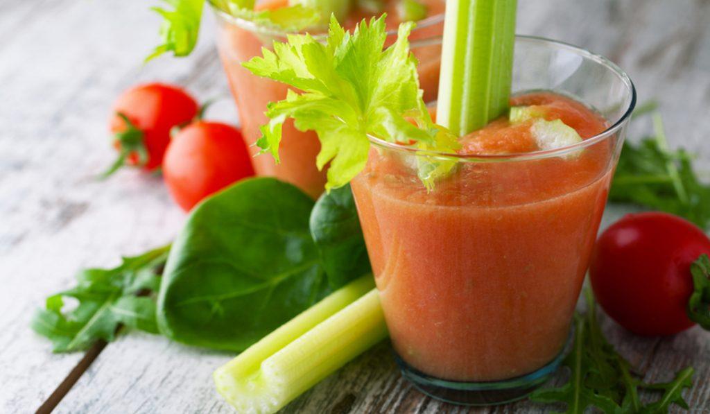 ricette con sedano, smoothie pomodoro, pompelmo e e sedano