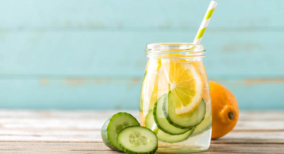 acqua detox con limone e cetriolo