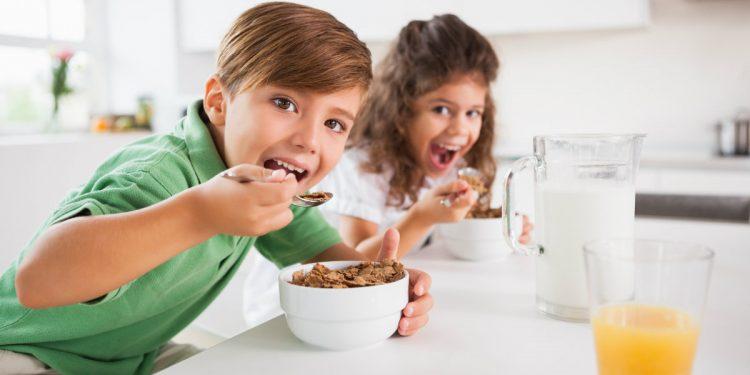 obesità infantile, saltare la colazione aumenta il rischio