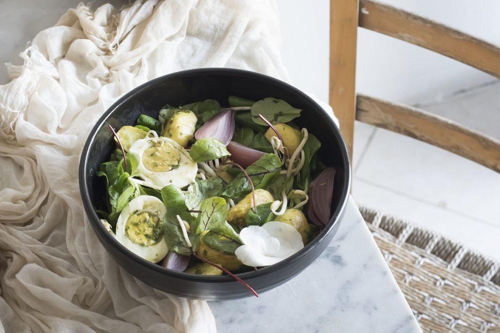 piatto unico insalata germogli soia patate uova cipolle