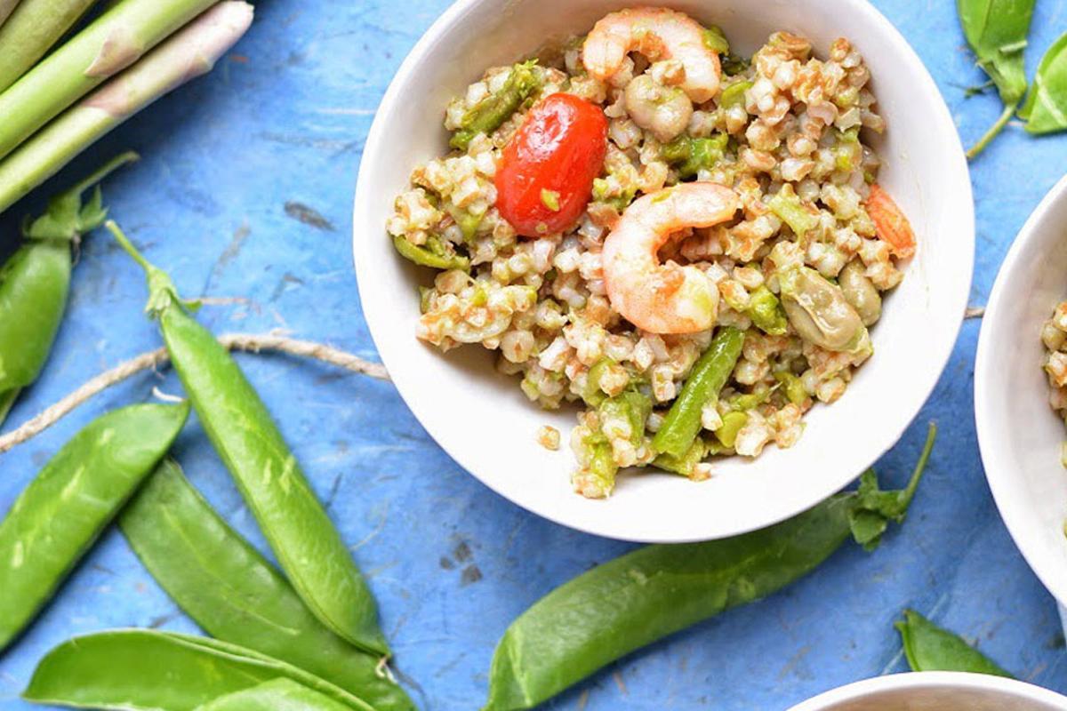 insalata primaverile di farro, fave e asparagi
