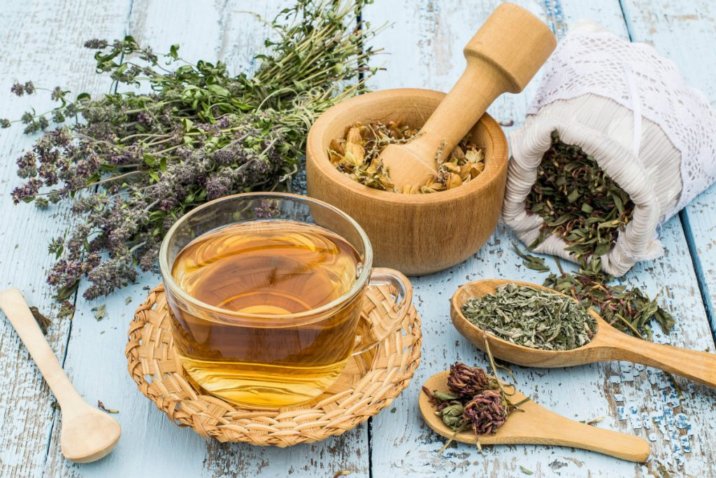 rimedi naturali per la cistite, la tisana composta