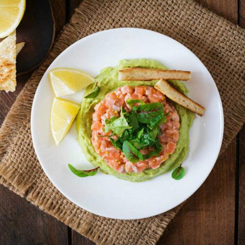 tartare salmone e zuppa fredda di sedano
