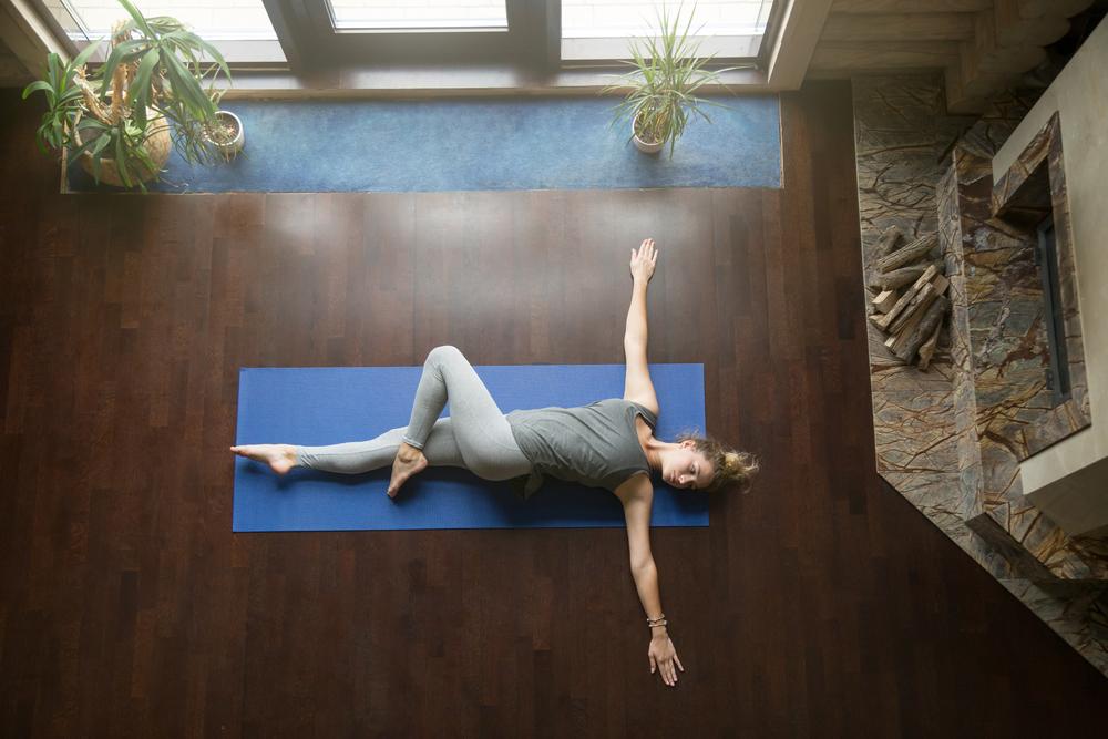benefici dello yoga: pancia gonfia