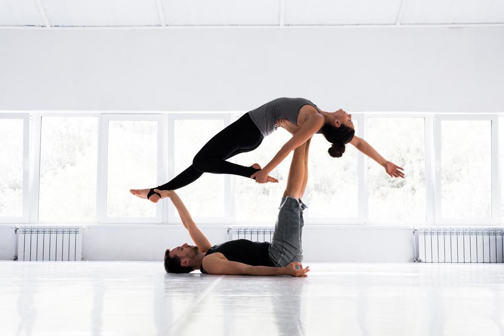benefici dello yoga per la coppia
