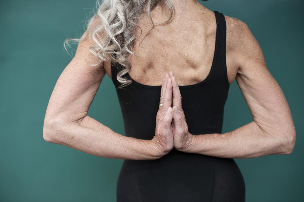 benefici dello yoga nella terza età