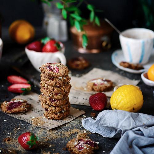 biscotti integrali con nocciole e fragole