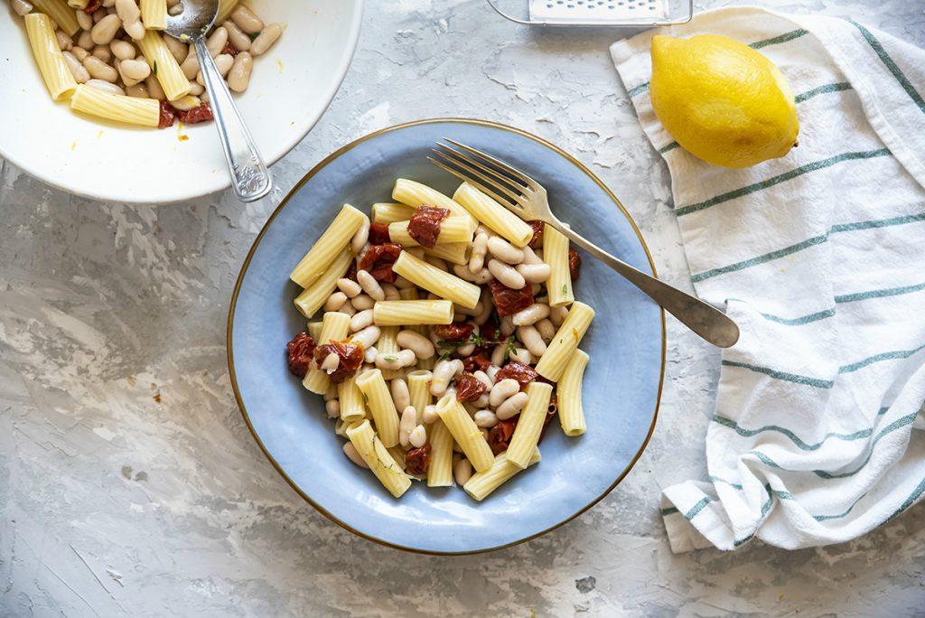 ricette con pomodori, pasta con cannellini, pomodori secchi e limone