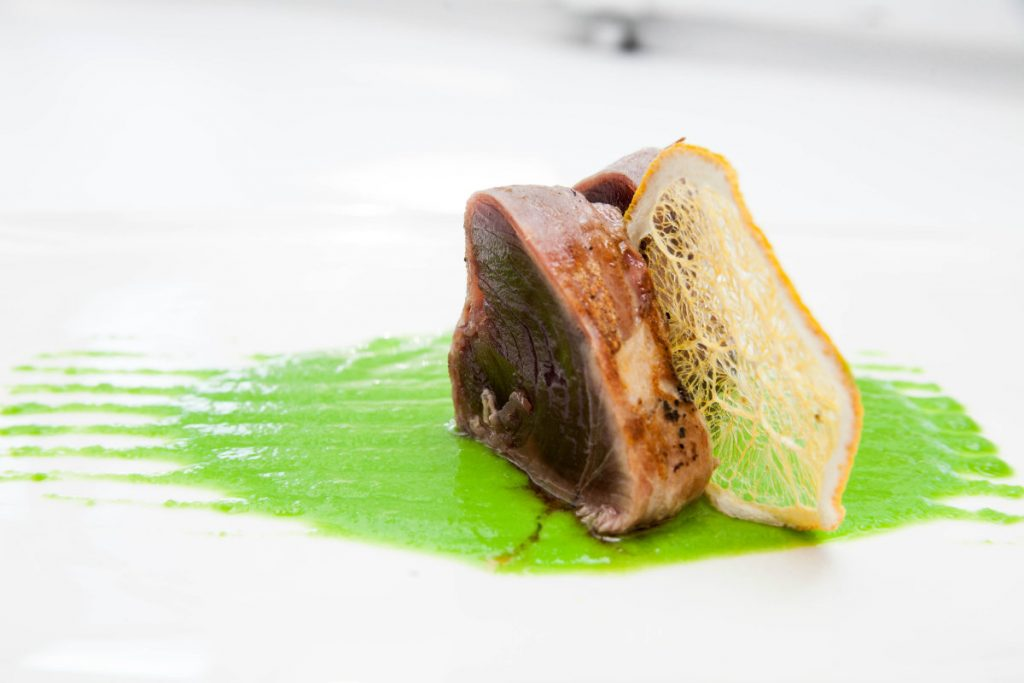 ricette con i salumi, tonno in manto croccante