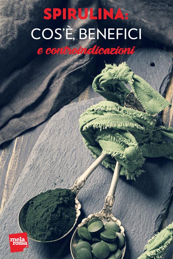 """La spirulina è un'alga di cui si sente parlare spesso ultimamente: grazie alle sue molte proprietà benefiche, viene considerato un """"superfood"""". Ma che cos'è esattamente e a cosa serve la spirulina? Melarossa.it #dietamelarossa"""