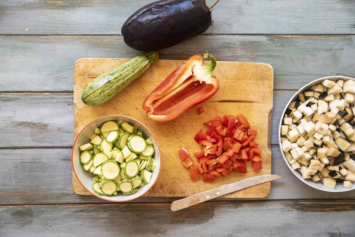 Panino con verdure estive al basilico e ricotta