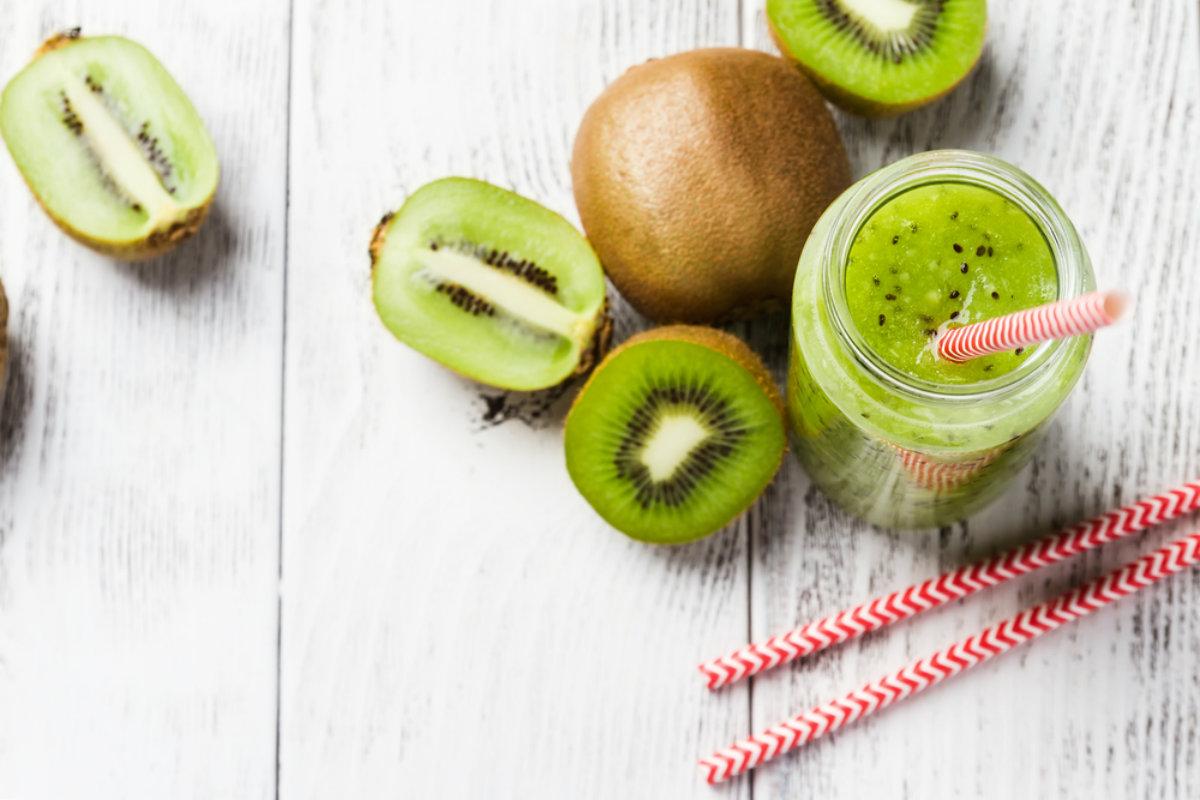 alimenti ricchi di potassio, smoothie al kiwi