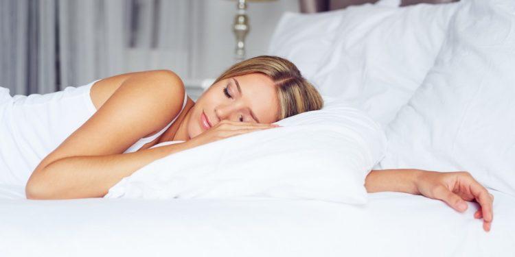 dormire-luce-accesa-ingrassare