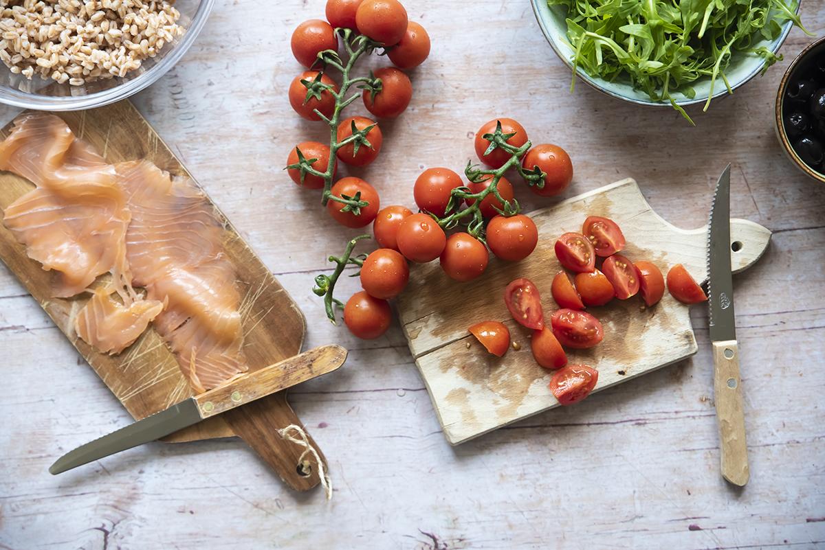 insalata di farro salmone pomodorini