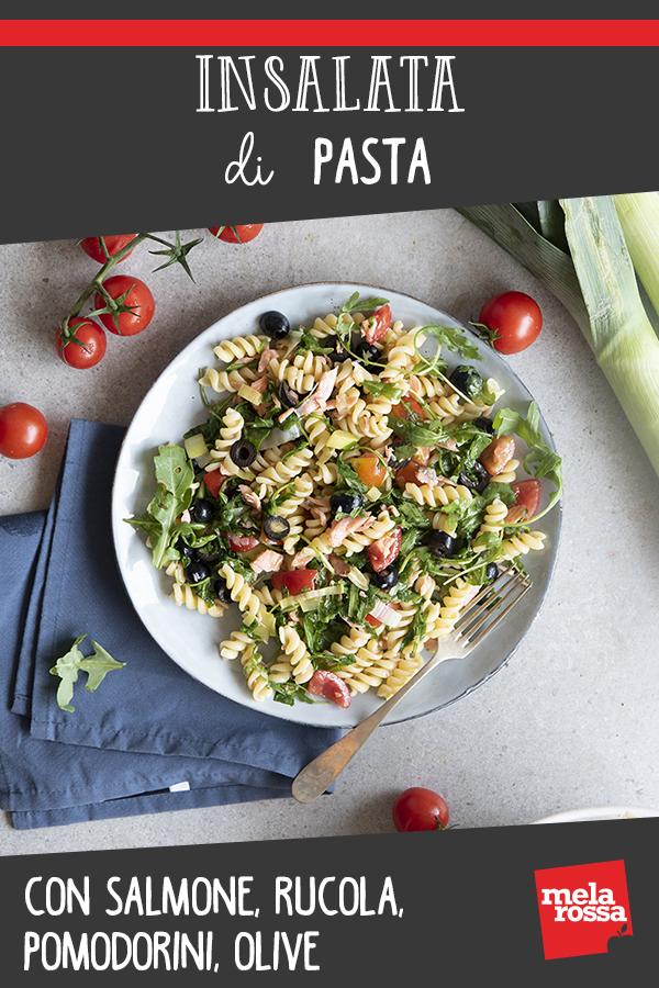 Insalata di pasta con salmone, rucola, pomodorini, olive
