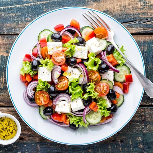 cibi crudi in estate: ricetta insalata greca