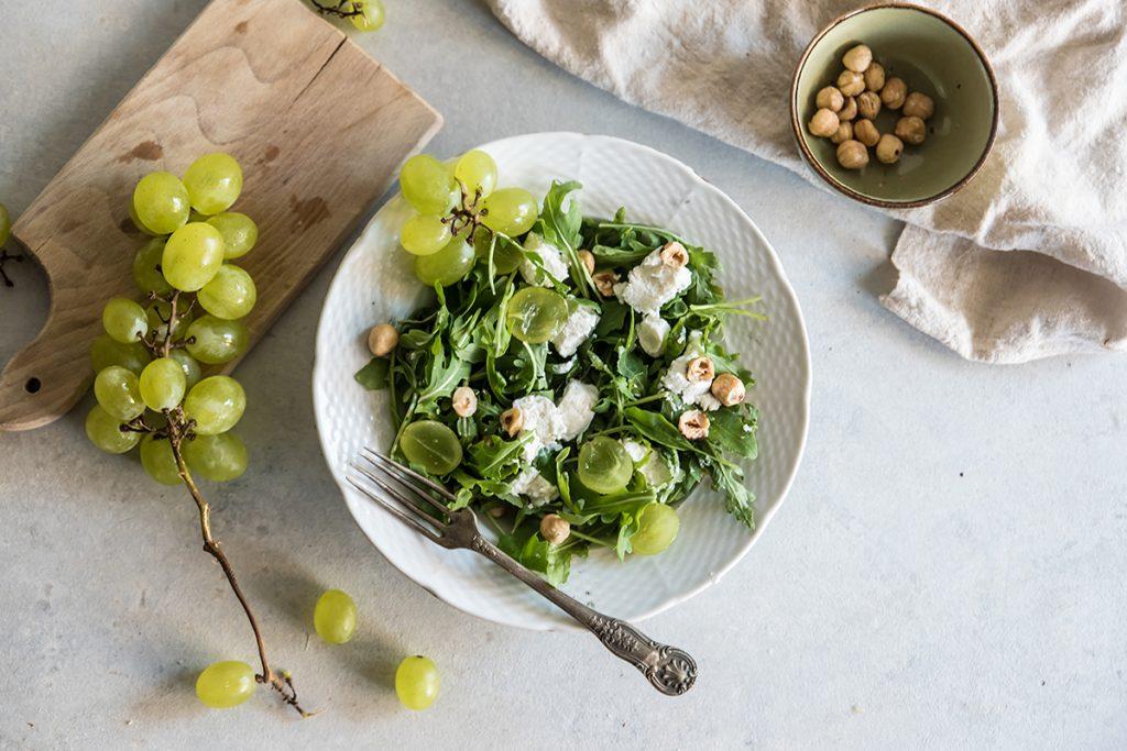 insalata uva caprino nocciole
