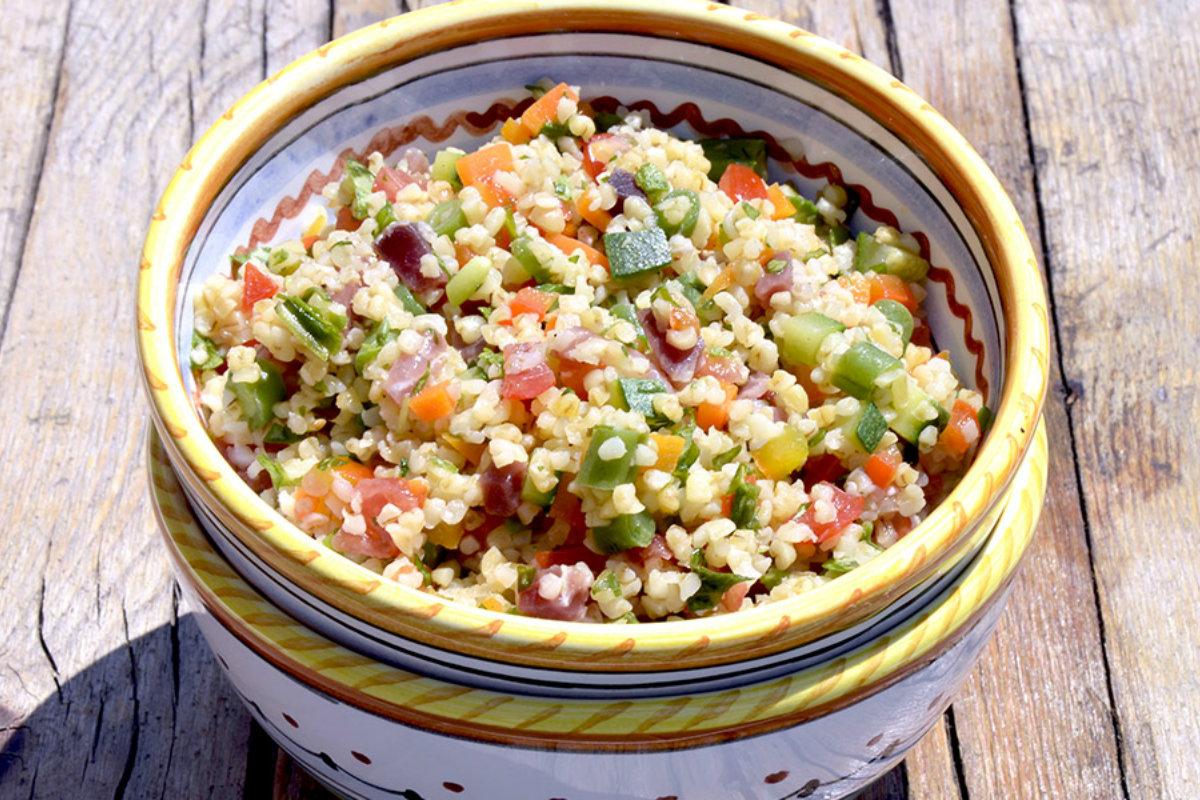 insalate di cereali, insalata di bulgur ai profumi dell'orto