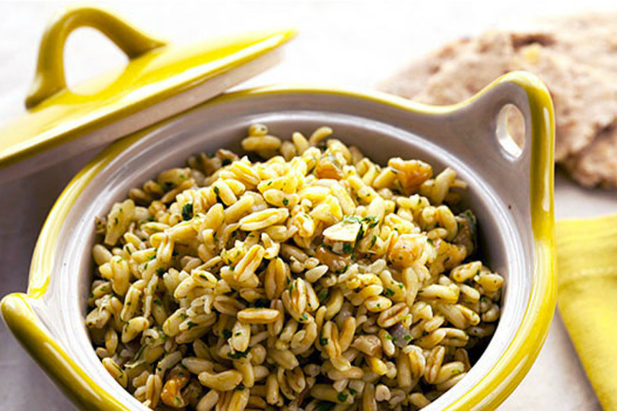 insalate di cereali: insalata di kamut con noci e prezzemolo