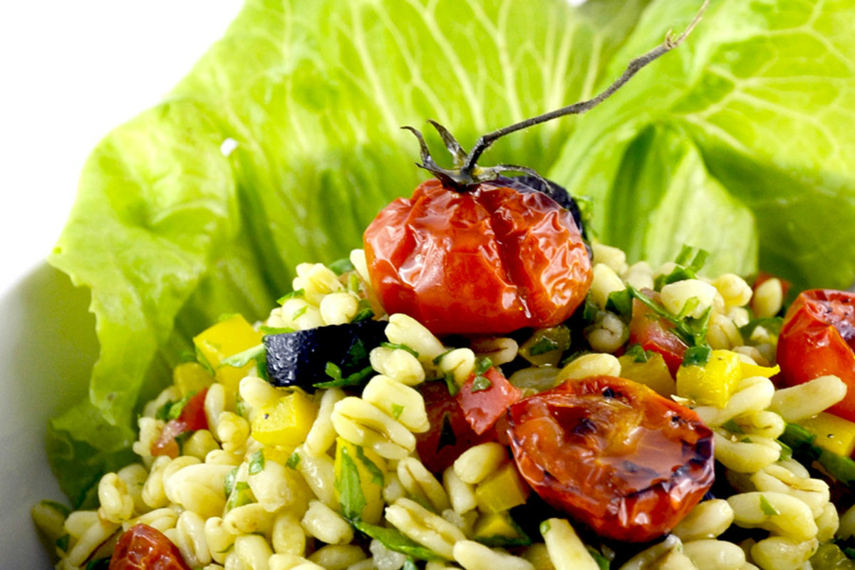 insalate di cereali, insalata di kamut con pomodorini confit
