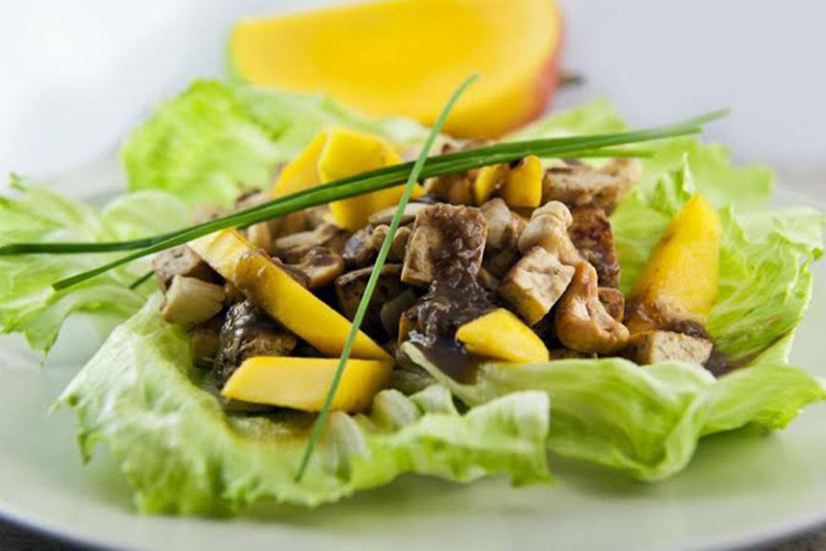 anacardi: sauté di tofu, mango e zenzero