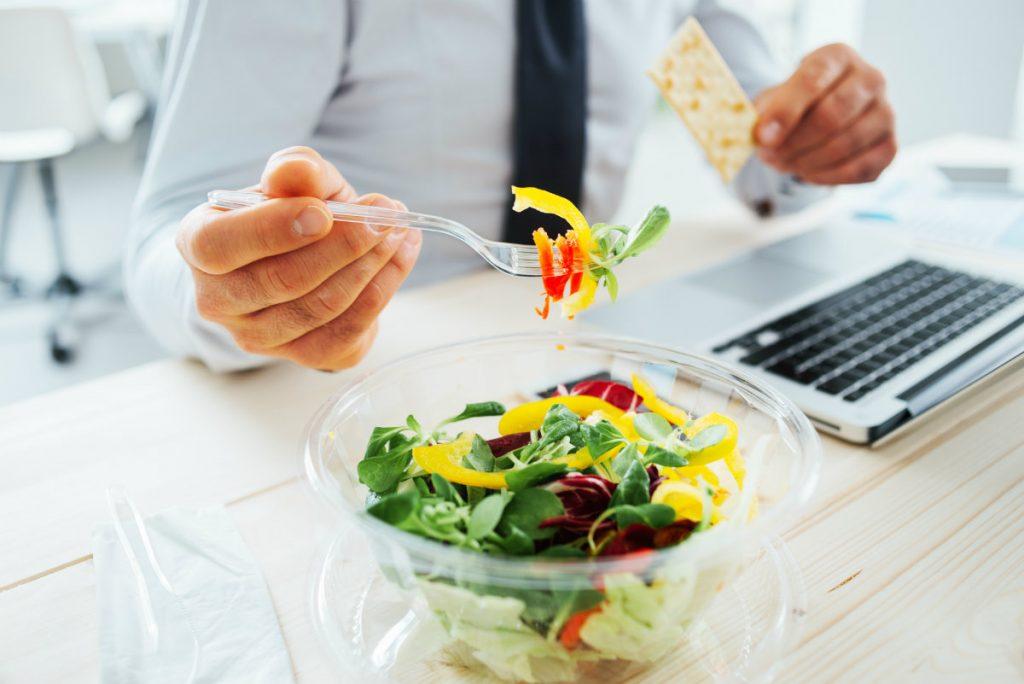pausa pranzo, i pro dell'insalata