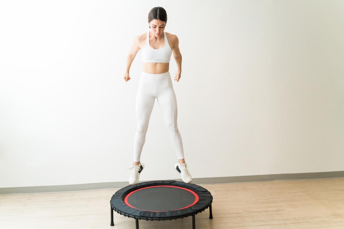 rebounding o tappeto elastico: benefici e workout da fare a casa