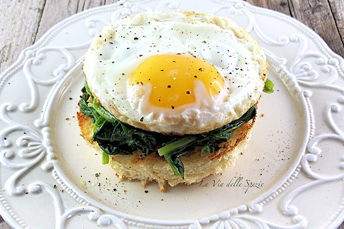 ricette con uova bruschetta con spinaci e uova