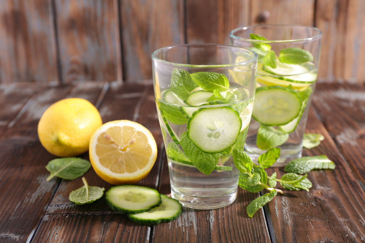 ricette detox, acqua detox cetriolo e lime