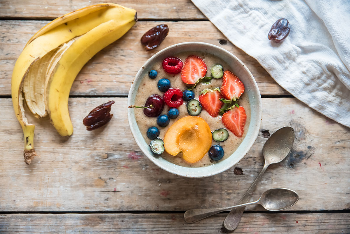 ricette con banane: Smoothie al latte di avena, datteri e banane