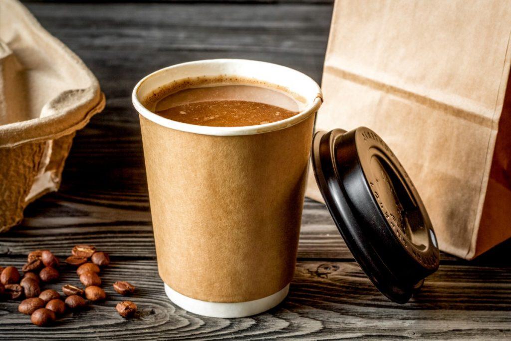 come sudare meno in estate: riduci caffè
