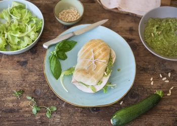 panino pesto zucchine fesa di tacchino lattughino