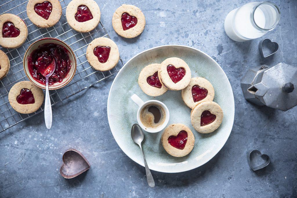 ricette con farro biscotti integrali di farro e mandorle con confettura