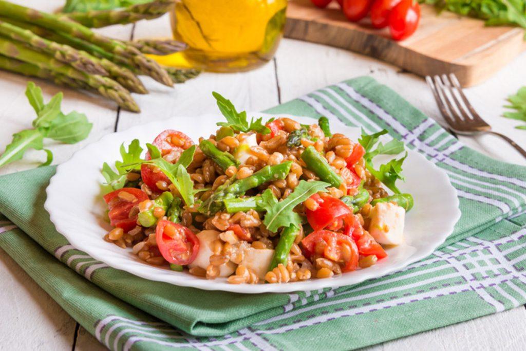 ricette con farro insalata di farro con verdure
