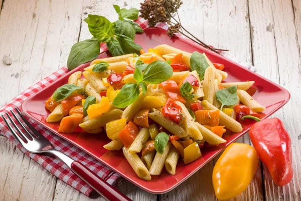 ricette con kamut insalata di penne di kamut con peperoni e tonno