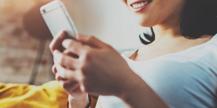 smartphone-5-ore-rischio-obesita