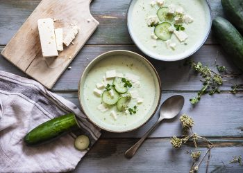 zuppa fredda di cetrioli e feta