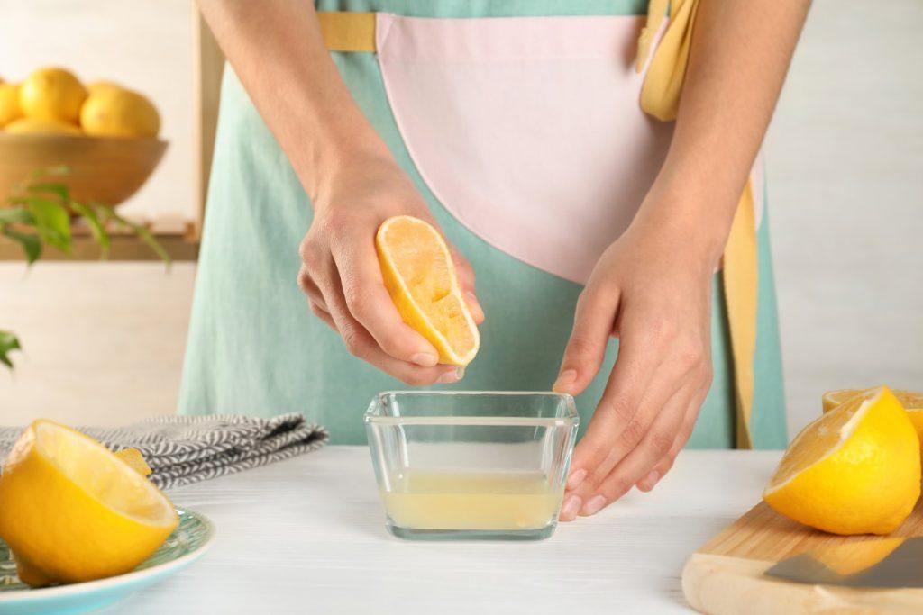 bere acqua e limone pulisce il sangue