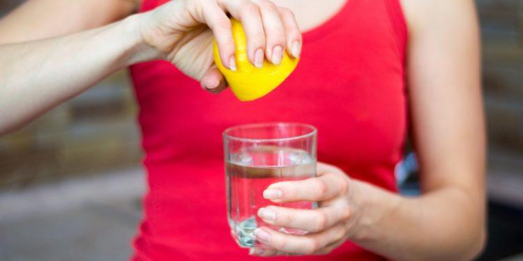 bere acqua e limone fa dimagrire?