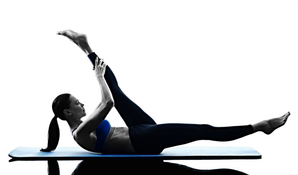mal di schiena: stretching gamba tesa