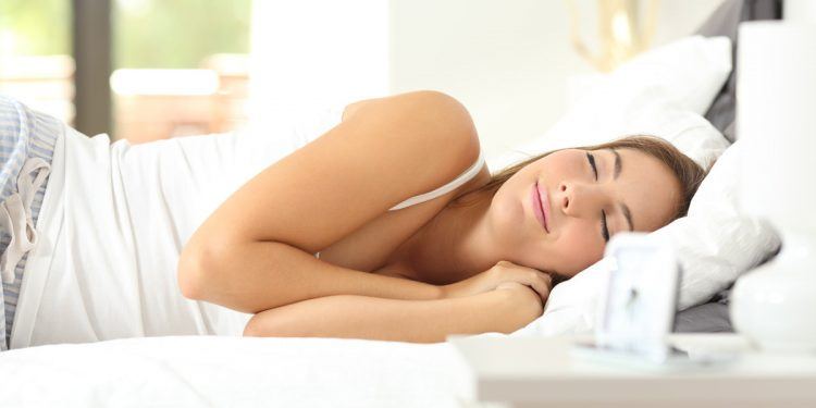 Vuoi dormire meglio? Fai 2000 passi in più al giorno