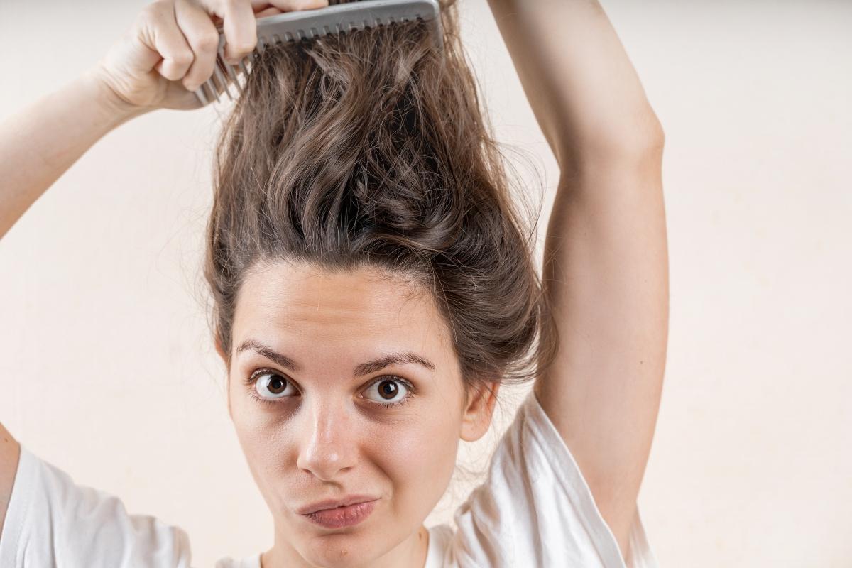 caduta capelli: cos'è, perché e cura