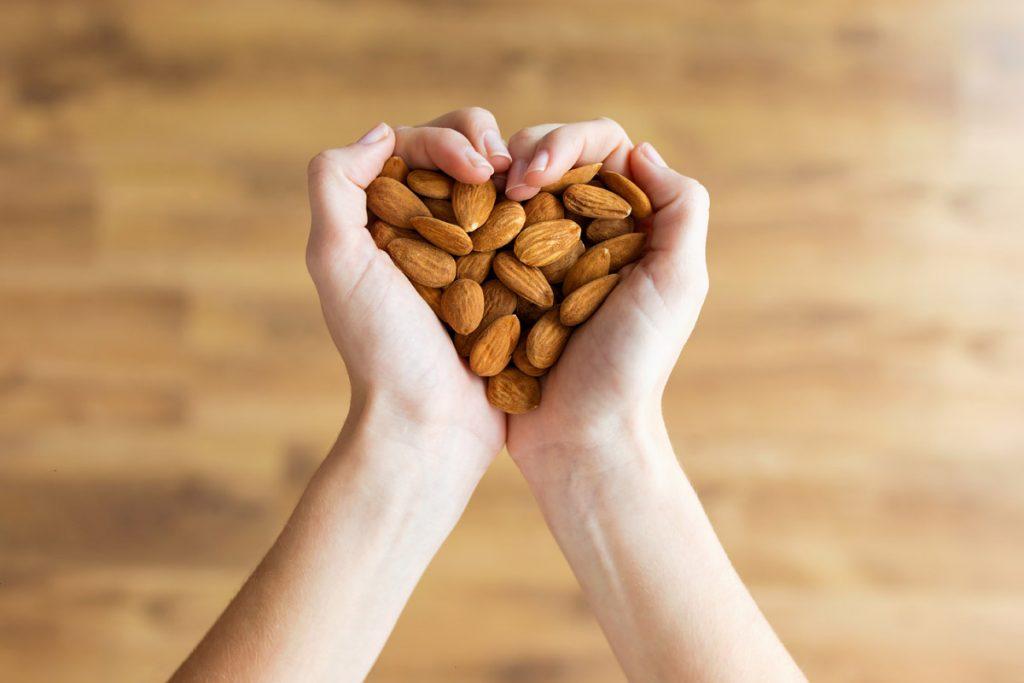 colesterolo alto mandorle per tenerlo sotto controllo