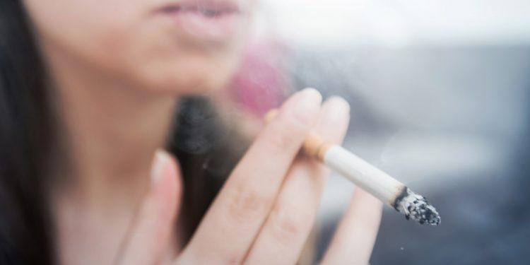 Fumo: anche poche sigarette al giorno danneggiano a lungo termine i polmoni