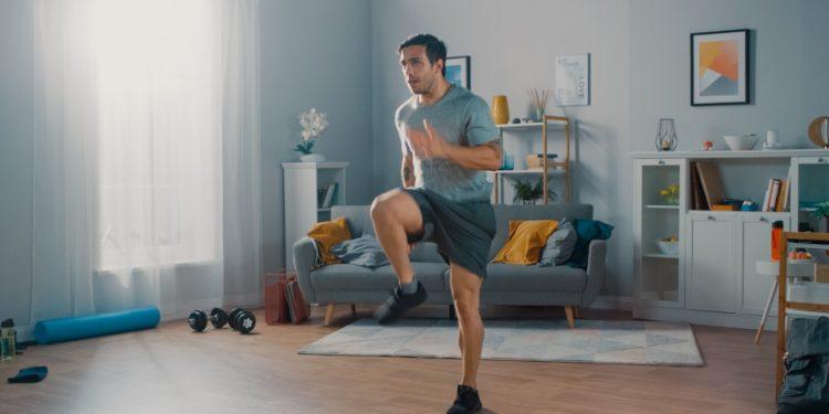 ginnastica attiva in casa: programma di allenamento