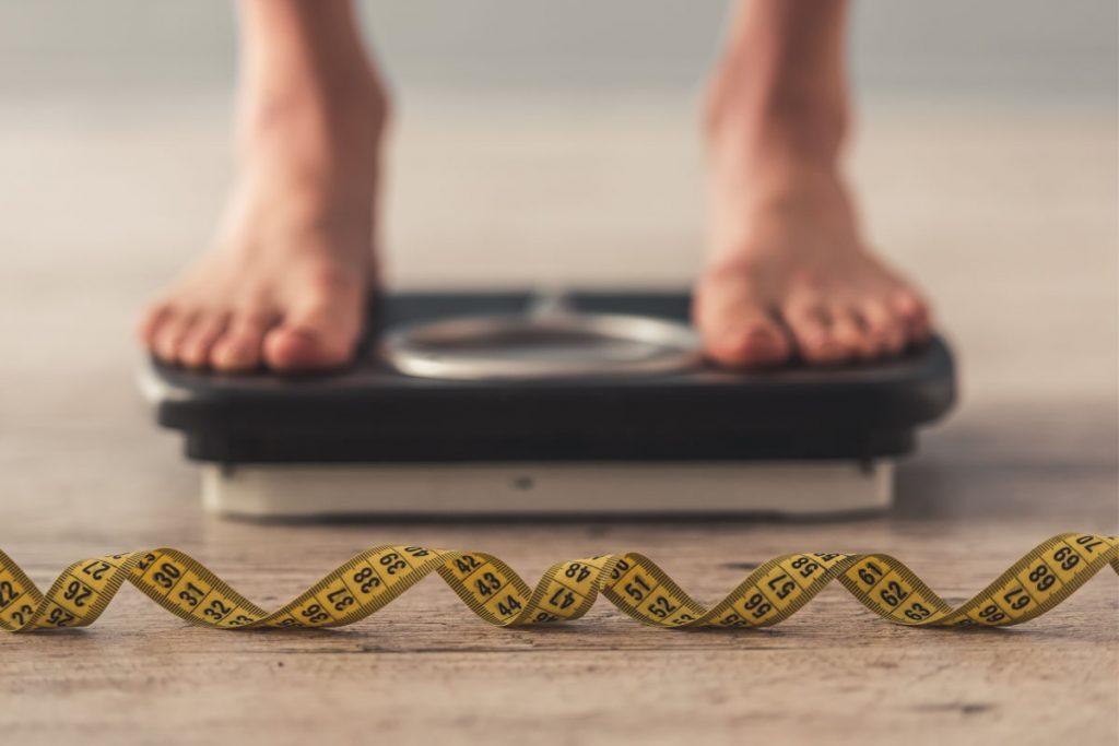 obesità aumenta rischio patologie correlate: differenze uomo e donna